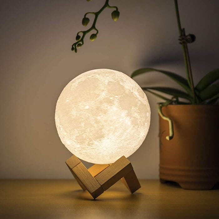 3D printed Moon Lamp with 16 colors light to decorate your home. Offer the moon lamp to children interested in space and the universe.