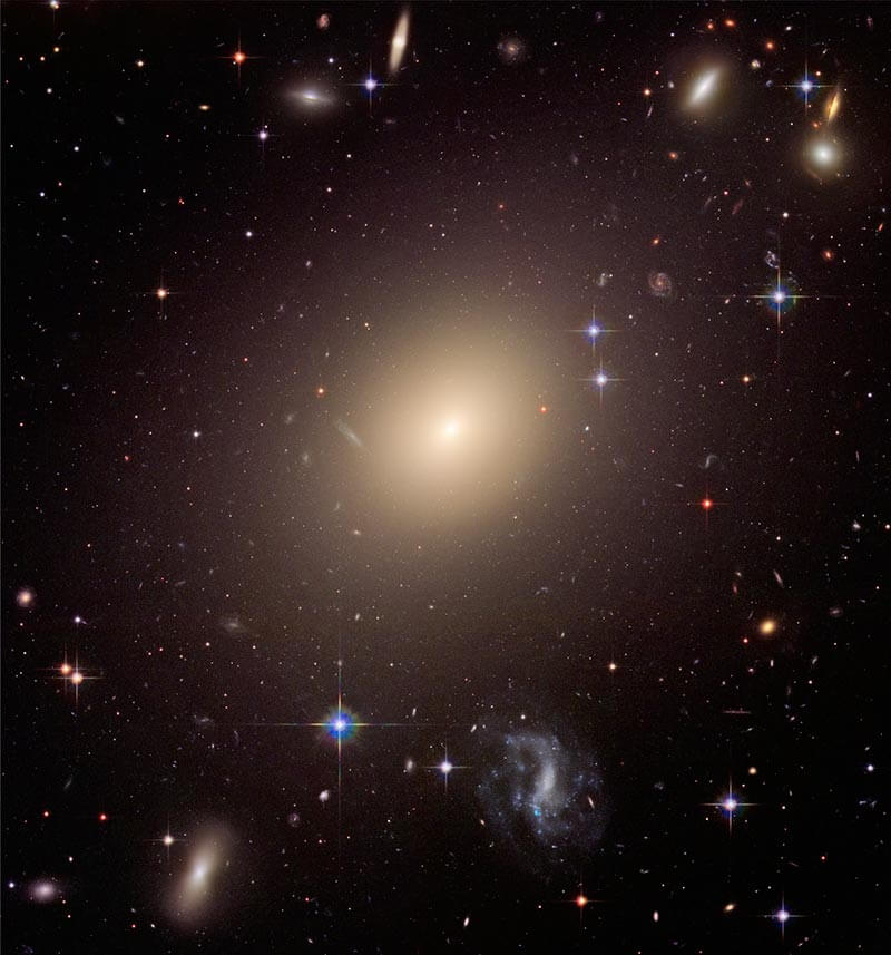 Cluster of diverse galaxies (Abell S0740), Hubble Space Telescope
