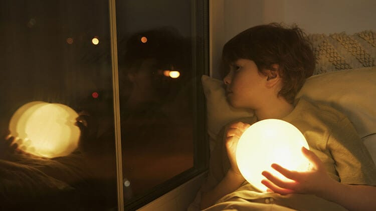 Kid and the moon lamp