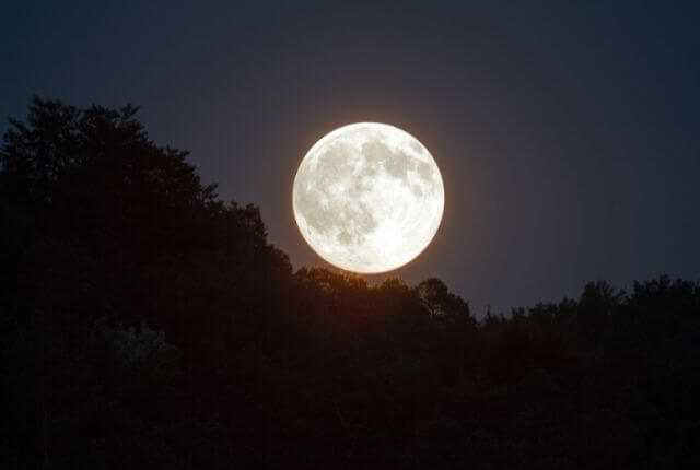 Does the moon influence people?